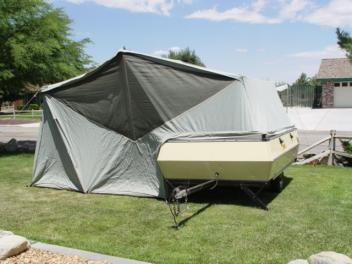 BED OVER THE TRAILER AREA AND OPEN SPACE TO THE SIDE & DOUGS VINTAGE TRAILERS - 1964 APACHE