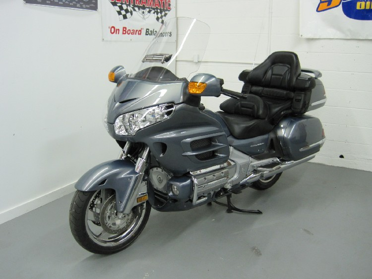 Benzi ank Goldwing Gl moreover Maxresdefault in addition Gl Honda Goldwing Candy Apple Red Trike Americanlisted besides Honda Gl Goldwing In Lodi Wi Americanlisted together with . on goldwing gl1800 rear speakers