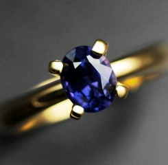 untreated coilour change sapphire in classic 4 prongs setting