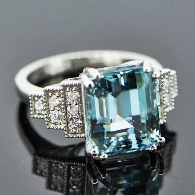 intense pool blue-green aquamarine of seven carats, untreated and lens clean
