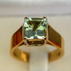 untreated aquamarine in white and yellow gold