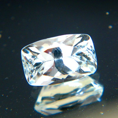cushion cut extra brilliant topaz from Brazil, unheated and natural, no window, no inclusions but bl