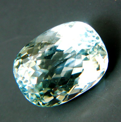 extra brilliant light green topaz from Brazil, unheated, natural, no window, no inclusions