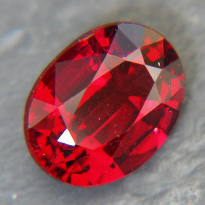 Ceylon rhodolite garnet 1.61 carat, free of treatments, oval dark red purple in deepest tone
