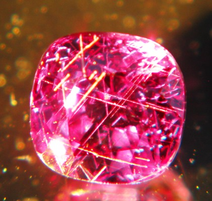 extra big color change garnet red to green in full size and clarity