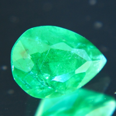 vivid green emerald pear for pendant