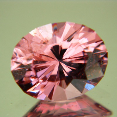 Mild orange pink Padparadscha spinel