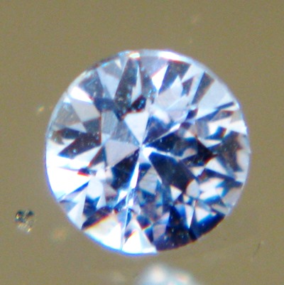 blue round brilliant from Ceylon, unheated and natural, free of inclusions, IGI report included