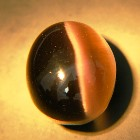 big eight carats oval cabochon cat's eye with silver ray colors in untreated natural from Sri Lanka