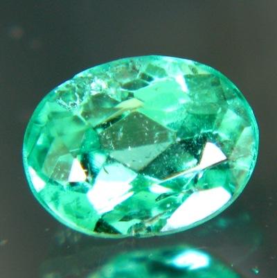 vivid green emerald oval small but shiny