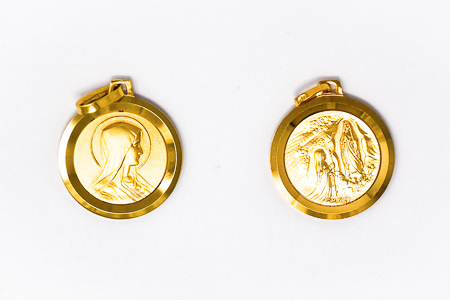 Virgin Mary Round 18  kt Medal .